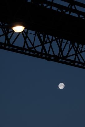 Moon-o-rail